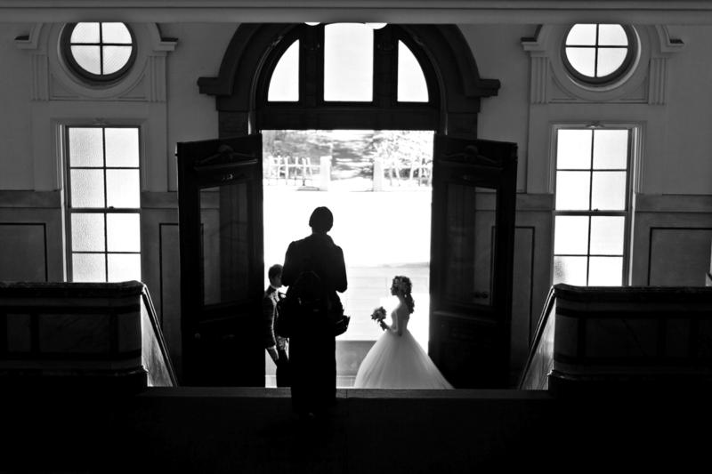 結婚式の前撮り、またはブライダル雑誌の撮影 モノクロ