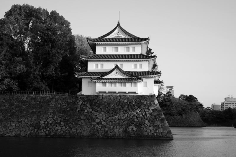 名古屋城西北隅櫓南から臨む モノクロ