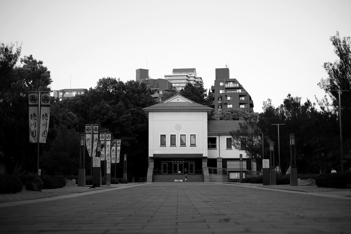 徳川美術館遠景 モノクロ