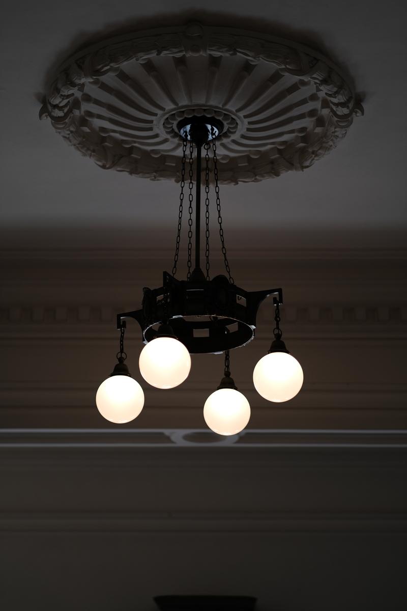 市政資料館の灯り